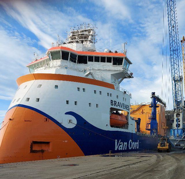 Consignamos el buque especial Bravenes